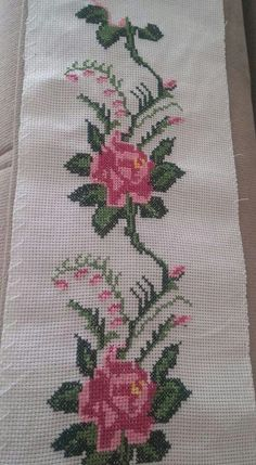 This Pin was discovered by Sem Embroidery Stitches, Hand Embroidery, Embroidery Designs, Cross Stitch Borders, Cross Stitching, Welcome Flowers, Crochet Jewelry Patterns, Palestinian Embroidery, Diy And Crafts
