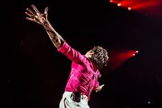 Grand Prince, Harry Styles Concert, Fleetwood Mac, Country Concert Outfit, I Always Love You, Harry Styles Wallpaper, Music Pictures, Wall Pictures, Treat People With Kindness