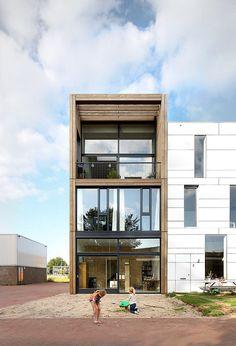 Dit huis in Amsterdam heeft drie verdiepingen en maar één trap - Roomed