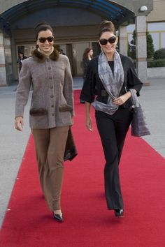 Sheikha Mozah was with Azerbaijan's First Lady Mehriban Aliyeva in Baku in 2007. She looked absolutely chic in probably Chanel couture ensemble. Both ladies are know for their fashionable style. Photo from HHOPL.