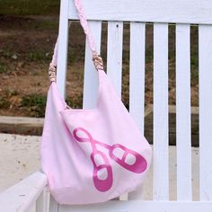 Love this dance bag!! Great tutorial!!! This just might be the one I end up making.