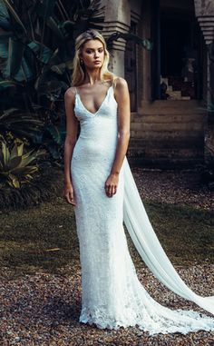 Sexy Summer Style Beach Wedding Dresses Sheath Spaghetti Straps V-Neck Sleeveless Open Back Lace Boho Wedding Dress Bridal Gown