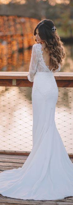 Loving this #BERTA bride in stunning style 14-03 <3