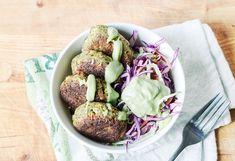 Lchf obiad bez mięsa jest możliwy jeśli zawiera wystarczającą ilość tłuszczu, białka i mało węglowodanów. Warto na LCHF obiad przyrządzić niskowęglowodanowe kotlety z brokułów z dodatkiem lnianej mąki...Składniki: 200 g brokułu, 40 g pora, 80 g pestek słonecznika, ¾ łyżki mąki lnianej...176,1 kcal