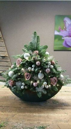 Check out our collection of Christmas table centrepieces! Create some homemade Christmas table decorations to create a winter ambience for the holidays! Little Christmas Trees, Christmas Flowers, Christmas Time, Christmas Wreaths, Christmas Ornaments, Christmas Ideas, Christmas Flower Arrangements, Christmas Table Centerpieces, Xmas Decorations
