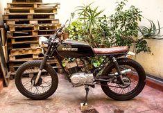 Ax 100 cafe racer suzuki black