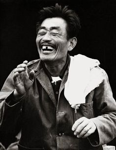Photo by Choi Min-shik, Busan, 1970 Korean Photography, Korean People, The Old Days, Social Change, Asian Style, Beautiful People, Laughter, Old Things, Memories