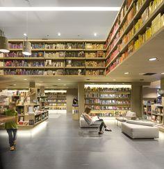 Livraria Saraiva / Studio Arthur Casas. Village Mall, Rio de Janeiro.