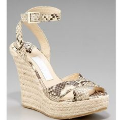 Jimmy Choo,Gianmarco Lorenzi and Yves Saint Laurent are famous brands all over the world. There are many beauiful womens shoes for sale. We're the professional manufacturer and supplier. All the womens shoes for sale have a good quality with cheap price. It's really comfortable and suitable for everyone! What are you waitting for? Bring these beauty shoes to home. Have a good shopping with our outlet store online now!