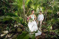 Photography: AkiDemi Photography Read more: http://www.storymywedding.com/magical-secret-cenote-wedding/# 海外ウエディング #セノーテ #destinationwedding
