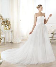 Pronovias präsentiert Ihnen das Modell Layna. Glamour 2014.   Pronovias