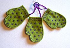 Green Star Pattern Felt Mittens  Christmas by FudgeandPoppy, £5.00