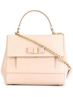"Comprar Salvatore Ferragamo bolso tote ""Vara"" en Eraldo from the world's best independent boutiques at farfetch.com. Shop 300 boutiques at one address."