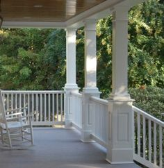 The collection of layouts and also the form of the front porch swing recommended for you are numerous shapes as well as shades that you can pick to place on your front veranda, for example in this image. Front Porch Posts, Front Porch Railings, Front Porch Design, Porch Pillars, Front Porches, Porch With Columns, Porch Trim, Porch Awning, Iron Railings
