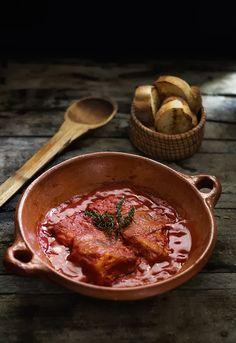 Bacalao con pimientos y salsa de tomate