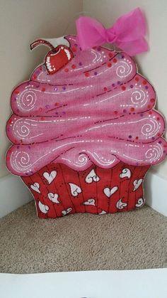 ADOORable Ready to Ship, burlap Valentines Day Doorhanger-Cupcake Burlap Wall Hangings, Burlap Door Hangers, Wooden Wreaths, Door Wreaths, Valentine Wreath, Valentine Day Crafts, Outdoor Christmas Decorations, Valentine Decorations, Wooden Door Signs