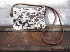 Handgemaakte Koe bag/clutch van koeienvacht en leer | Merel Blackbird