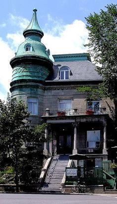 Residence sur LE PLATEAU, MONTREAL by Bruno LaLiberte, via Flickr Montreal Ville, Montreal Quebec, Quebec City, Montreal Architecture, Amazing Architecture, Laval, Belle Villa, Old Buildings, Beautiful Buildings
