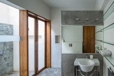 Gallery of House Around a Split Level Courtyard / Rubber Soul - 16