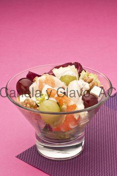 #Ensalada de #langostinos y #uva con salsa de yogurt by @uvasdoce (imagen Canela y Clavo Comunicación).