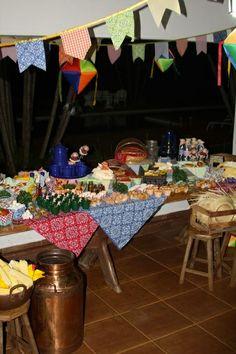 http://juliapetit.com.br/casa/como-organizar-uma-festa-junina/#tpg|2014_06_25mesafestajunina|1