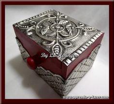 Caixa decorada com Latonagem feita com estanho - Box decorated with metal embossing usding pewter - Caja decorada con Repujado, hecho con estaño------LOJA: casadalatonagem.com - FANPAGE: facebook.com/casadalatonagem  - PINTEREST:br.pinterest.com/luheringer  -YOUTUBE: youtube.com/user/LuHeringerArtesanato/videos - BLOG: artesanatoSaprendaafazer.blogspot.com.br -  INSTAGRAM: instagram.com/luheringer2015