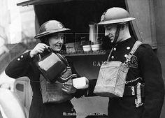 tea-break-for-afs-man-and-woman-london-ww2-8887023.jpg (600×431)
