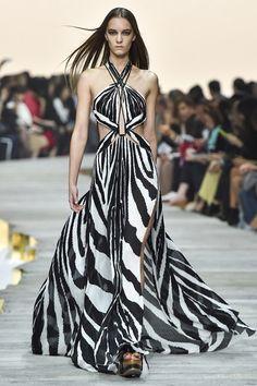 Milan Fashion Week Day 4 Roberto Cavalli Spring/Summer 2015 Ready to wear 20 September 2014 Roberto Cavalli, Fashion Week, Runway Fashion, Fashion Show, Fashion Design, Milan Fashion, Dress Fashion, Fashion 2015, Fashion Brands