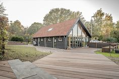 Luxe kantoorschuur   Wesselshoek Cabin, House Styles, Home Decor, Lush, Decoration Home, Room Decor, Cabins, Cottage, Interior Design