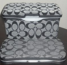 These wipe containers would match my diaper bag perfect!!  Too bad Layla will be pull-up free super soon!!