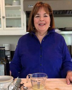 Ina Garten& guide to making great vinaigrette - Salads & Sandwiches - Vinegrette Salad Dressing, Lemon Vinaigrette, Salad Dressing Recipes, Salad Recipes, Tapenade, Tzatziki, Best Ina Garten Recipes, Sauce Tartare, Fast Recipes