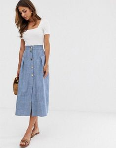 Buy ASOS DESIGN seamed chambray midi skirt with gold buttons at ASOS. Get the latest trends with ASOS now. Jupe Midi Chambray, Denim Maxi, Denim Skirt, Midi Rock Outfit, Midi Skirt Outfit, Pleated Midi Dress, Long Skirt Outfits For Summer, Jean Skirt Outfits, Casual Work Outfits