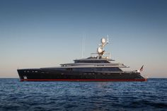 The Feadship Experience: Perfectly crafted, purely custom superyachts that set the standard and delight their owners.