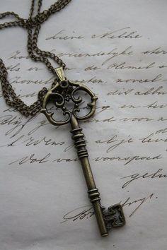 Steampunk necklace with key pendant - key necklace - steampunk key - skeleton key necklace Skeleton Key Necklace, Steampunk Necklace, Skeleton Keys, Rosary Necklace, Steampunk Diy, Steampunk Fashion, Antique Keys, Vintage Keys, Compass Tattoo