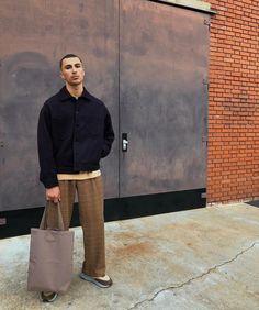 . Street Outfit, Street Wear, Dope Fashion, Mens Fashion, Walking Man, Smart Styles, Stylish Men, Alter, Normcore