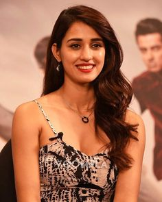 Disha patani looks cool Beautiful Girl Indian, Most Beautiful Indian Actress, Indian Celebrities, Bollywood Celebrities, Beautiful Bollywood Actress, Beautiful Actresses, Hot Actresses, Indian Actresses, Disha Patani Photoshoot