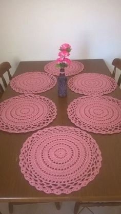 Round thanksgiving table placemats, Apple green decorative doilies, Green home decoration Crochet Doily Rug, Crochet Placemats, Crochet Table Runner, Crochet Doily Patterns, Crochet Round, Crochet Home, Crochet Designs, Crochet Flowers, Free Crochet