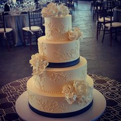 Elegant brushed embroidery with sugar flowers