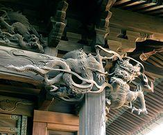 江戸末期建築装飾、向拝柱右の龍 驚異の籠彫り