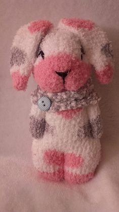 Scok toys bonecos de meias Diy Sewing Projects, Sewing Crafts, Sock Bunny, Sock Snowman, Sock Crafts, Sock Dolls, Sock Animals, Sewing Toys, Diy Doll