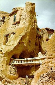 Troglodyte village in Iran is 700 years old. The homes carved out of volcanic rock lies in the north west of Iran at the foot of Mount Sahand in Kandovan. Ancient Architecture, Amazing Architecture, House Architecture, Places To Travel, Places To See, Iran Travel, House On The Rock, Unusual Homes, Beautiful Places