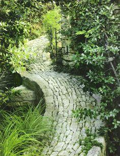 The Garden Path...    http://linenandlavender.blogspot.com/2010/07/garden-path.html
