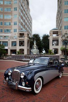 Classic Jaguar, such a regal looking car. Jaguar Xjr, Jaguar Daimler, My Dream Car, Dream Cars, Vintage Cars, Antique Cars, Automobile, Jaguar F Type, Hot Cars