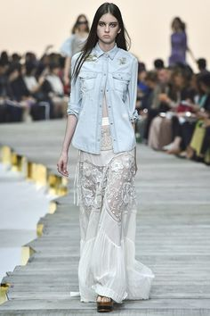 Italian fashion designer Roberto Cavalli presented his new spring/summer 2015 collection at Milan fashion week spring He found inspiration for this Runway Fashion, Spring Fashion, High Fashion, Fashion Show, Milan Fashion, Fashion Killa, Roberto Cavalli, Josephine Le Tutour, Moda Barcelona