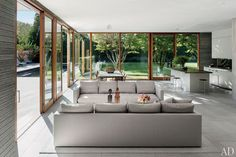 Tod Williams and Billie Tsien Design a Modernist Home in the Hamptons : Architectural Digest Open Plan Kitchen Living Room, Open Plan Living, Open Living Area, Living Spaces, Living Rooms, Room Kitchen, Floor To Ceiling Windows, Huge Windows, Architectural Digest