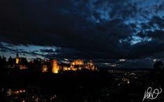 Alhambra de Granada al anochecer
