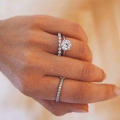 Art Deco Ring / White Gold Unique Flower Genuine Blue Sapphire and Diamond Ring - Fine Jewelry Ideas Naveya And Sloane, Art Deco Ring, Unique Flowers, Gold Set, Bridal Sets, Diamond Bands, Blue Sapphire, Round Diamonds, Fine Jewelry