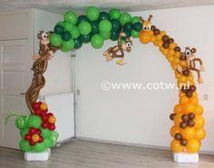 jungle balloon arch giraffe monkeys Made by Nathalie Hoogstraten - Balloon ideas Jungle Theme Parties, Jungle Theme Birthday, Safari Birthday Party, Jungle Party, Baby Party, Jungle Safari, Jungle Balloons, Book Birthday Parties, Deco Ballon