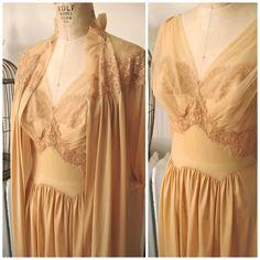 Carmel | Vintage 1960s Vanity Fair Golden Caramel Peignoir Set Full Length Robe…