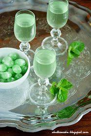 Słodkie Niebo: Miętówka- nalewka z cukierków miętowych Homemade Liquor, Beverages, Drinks, Irish Cream, Cocktails, Menu, Pudding, Baking, Ethnic Recipes